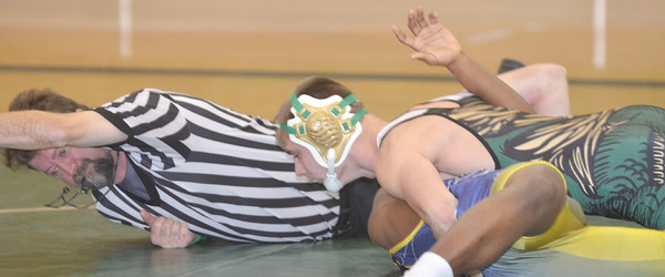WARREN DILLAWAY / Star Beacon<br /> JOSEPH KANGAS (top) of Lakeside prepares to pin Darrell Morris of Euclid on Tuesday evening at Lakeside during a 152 pound bout as referee Bob Ziefle keeps a close eye on the action.