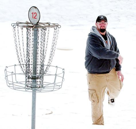 WARREN DILLAWAY / Star Beacon<br /> MARK VERZELLA sends his disc toward the cup at the 2013 Ice Bowl at Lake Shore Park in Ashtabula Township on Saturday.
