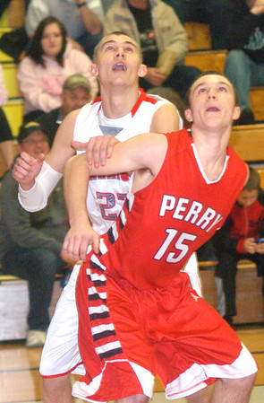 WARREN DILLAWAY / Star Beacon<br /> ANTHONY KEIPERT (15) of Perry blocks out Edgewood's Lou Wisnyai on Friday at Edgewood.