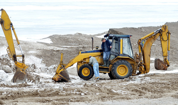 WARREN DILLAWAY / Star Beaocn<br /> THE BEACH at Geneva State Park is prepared for today's Polar Bear Plunge.