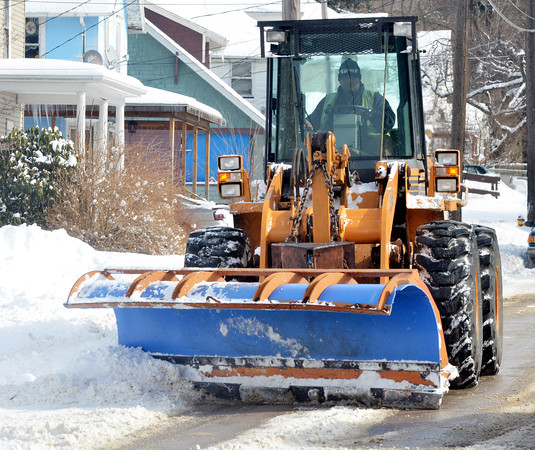 WARREN DILLAWAY / Star BeacoN<br /> A SNOW plow works West 58th Street in Ashtabula on Thursday afternoon.