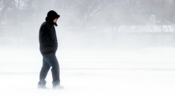 WARREN DILLAWAY / Star Beacon<br /> MARK OLSON of Ashtabula walks amidst blowing snow along Park Avenue in Ashtabula on Tuesday afternoon.
