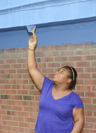 WARREN DILLAWAY / Star Beacon<br /> LOVING EQUALLY All Families volunteer Alexea Colbert , 14,works on a painting job on Detroit Avenu e in Conneaut.