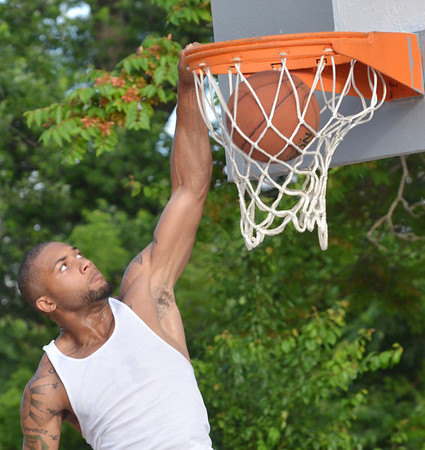 WARREN DILLAWAY / Star Beacon<br /> KEVIN MCCALEB competes in the West Side Shootout dunk contest on Friday at the West Avenue courts.