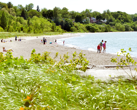 WARREN DILLAWAY / Star Beacon<br /> VISITORS TO Walnut Beach enjoy an afternoon of fun on Tuesday.