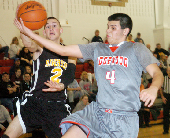 WARREN DILLAWAY / Star Beacon<br /> CONNOR MCLAUGHLIN (4) of Edgewood and Joe McDonald of Riverside (2) reach for the ball on Tuesday night during the Star Beacon-Ed Batanian Senior Classic.