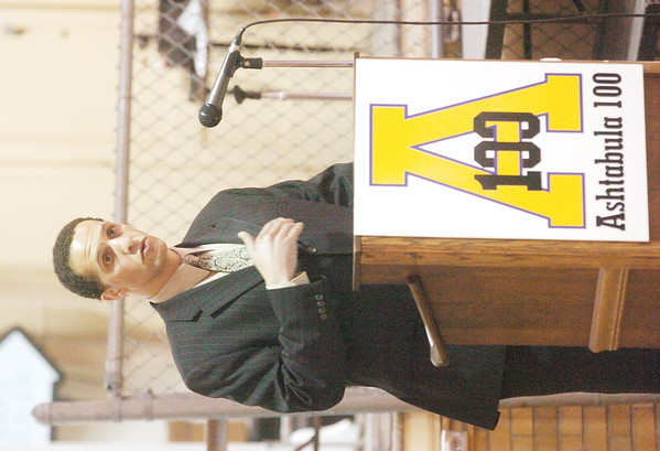 WARREN DILLAWAY / Star Beacon<br /> JONATHAN LEE, chief executive officer of Signature Health, was the keynote speaker at Ashtabula 100  on Saturday at St. John High School. The group is seeking to empower black men to make a difference in the community.