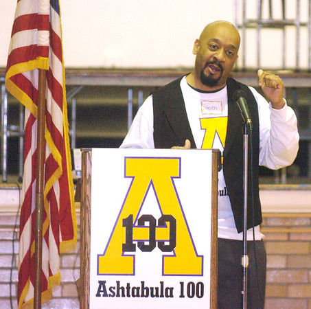 WARREN DILLAWAY / Star Beacon<br /> STEVE SARGENT, one of the organizers of Ashtabula 100, introduces keynote speaker Jonathan Lee on Saturday at St. John High School. The group is seeking to empower black men to make a difference in the community.