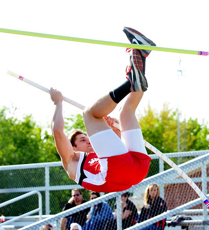 WARREN DILLAWAY / Star Beacon<br /> ZACH HUTCHINSON of Edgewood competes in the pole vault Friday evening during the Jefferson Night Relays.