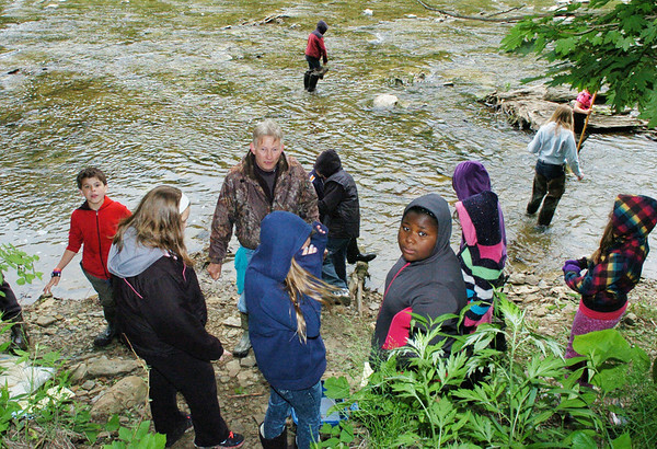 WARREN DILLAWAY / Star Beacon<br /> JIM WELKER of the Ashtabula County Soil and Water Conservation District works with students along the Ashtabula River during thye After School Discovery Waterways Adventures Outdor Learig Day Friday.