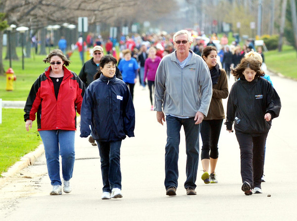 WARREN DILLAWAY / Star Beacon<br /> MORE THAN 200 people participated in the Ashtabula County Heart Walk on Saturday at Kent State University-Ashtabula Campus.
