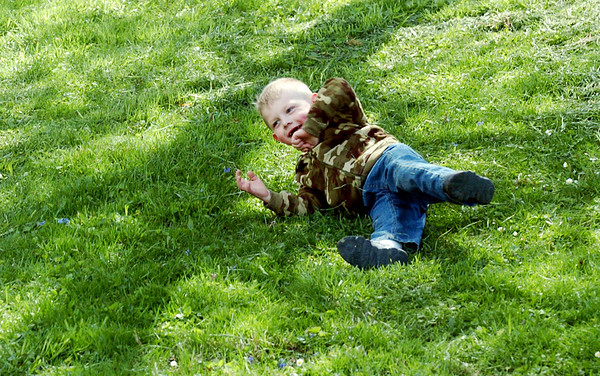 WARREN DILLAWAY / Star Beacon<br /> KIERNEN SPENCER, 3, of Pierpont Township, rolls down a hill at Lake Shore Park in Ashtabula Township Monday afternoon.