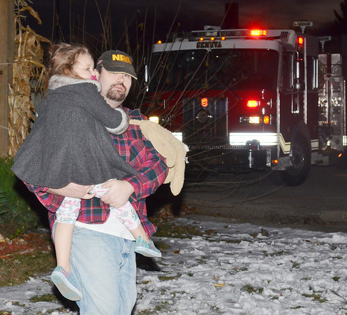 WARREN DILLAWAY / Star Beacon<br /> JESSE CAMPBELL carries Emerson Bales, 4, from an East Main Street home in Geneva early on Thursday morning. Campbell, a baby sitter and friend of the family, videotaped the proceedings and coordinated efforts with Geneva safety forces.