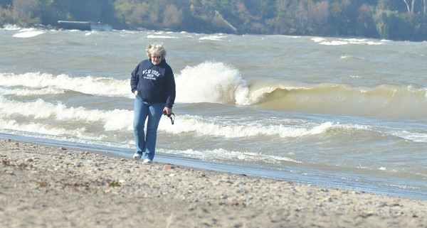 WARREN DILLAWAY / Star Beacon<br /> WAVES POUND Walnut Beach in Ashtabula  on Friday morning.