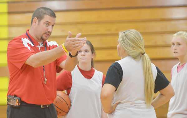 WARREN DILLAWAY / Star Beacon<br /> STEVE KRAY, Edgewood girls basketball coach, instructs (from left) Haley Holden, Katie Boomhower and Kate Crooks during a Friday afternoon practice.