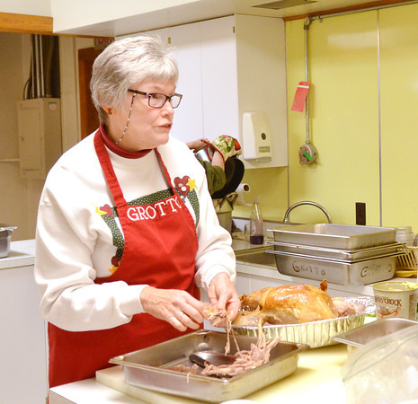 WARREN DILLAWAY / Star Beacon<br /> CONNIE DIXON prepares for Thanksgiving dinner at St. Peter's Episcopal Church in Ashtabula Thursday morning.