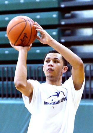 WARREN DILLAWAY / Star Beacon<br /> TRISTAN BRADLEY prepares to shoot during a Lakeside boys basketball practice on Monday evening.