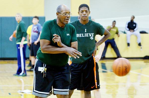 WARREN DILLAWAY / Star Beacon<br /> LAKESIDE BOYS basketball coach Jim Hood starts a drill during basketball practice on Monday.
