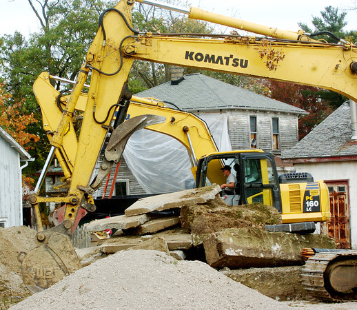 WARREN DILLAWAY / Star Beacon<br /> EARTH MOVING equipment clears land for a new McDonald's restaurant at the intersection of East Walnut and North Chestnut streets in Jefferson on Tuesday afternoon.