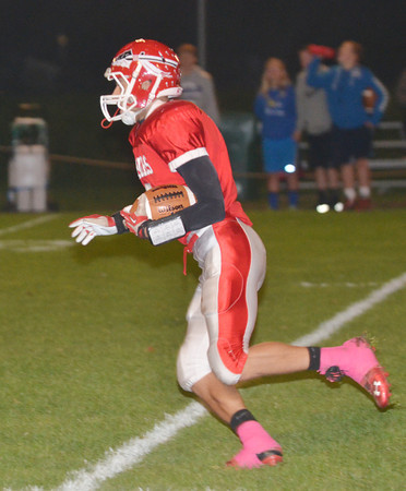 WARREN DILLAWAY / Star Beacon<br /> RIIS SMITH of Edgewood returns a kick for a touchdown on Friday night during a home game with Gilmour Academy.