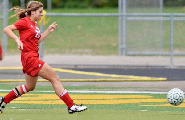 WARREN DILLAWAY / Star Beacon<br /> JULIANNA KOSICK of Edgewood scores a goal on Monday during a match at Lakeside.