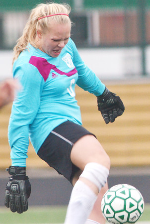 WARREN DILLAWAY / Star Beacon<br /> JILLIAN DICK, Edgewood goalie, reaches for the ball on Monday during a match at Lakeside.