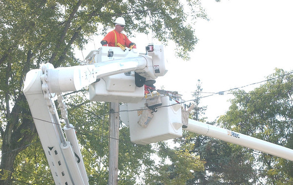 WARREN DILLAWAY / Star Beacon<br /> UTILITY WORKERS apply their craft on West 58th Street in Ashtabula Monday afternoon.