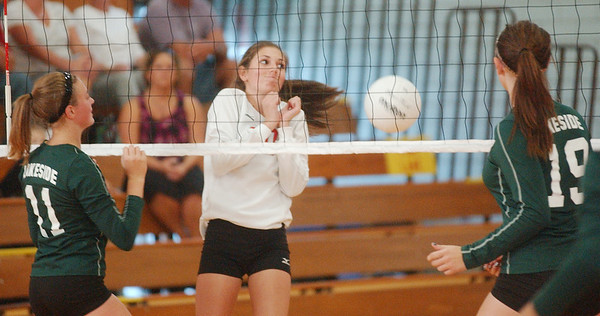 WARREN DILLAWAY / Star Beacon<br /> KARLI KANICKI (10) of Edgewood reacts to the ball as Lakeside's Alissa Patterson (11) and Alexis Benedict (19) wait for the call Tuesday night at Edgewood.