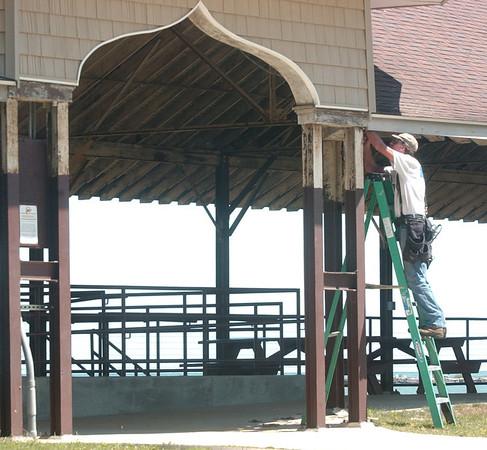 WARREN DILLAWAY / Star Beacon<br /> CAL WHITTINGEN of Ashtabula Vinyl works on the lower pavilion at Lake Shore Park in Ashtabula Township Monday.