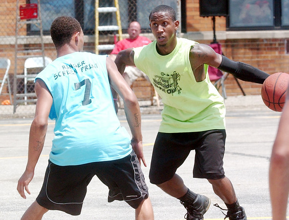 WARREN DILLAWAY / Star Beacon<br /> ERIC TATE of Ducro's Funeral Service (facing) tries to get by Danny Green of Ringer's Screen Printing Saturday during the Westside Shoot Out at G.O. Ministries in Ashtabula.