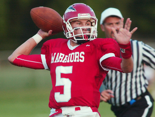 WARREN DILLAWAY / Star Beacon LOUIE WISNYAI of Edgewood prepares to throw Friday night during a home game with Jeffereson.