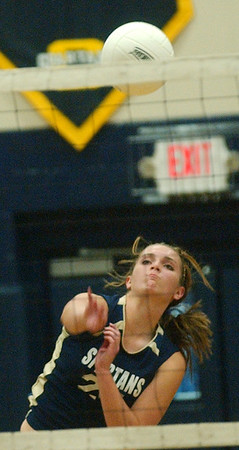 WARREN DILLAWAY / Star Beacon<br /> ANGIE ZAPPITELLI of Conneaut spikes the ball Tuesday during a home match with Madison.