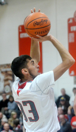 WARREN DILLAWAY / Star Beacon<br /> ELI KALIL of Edgewood prepares to shoot on Tuesday night during a home game with Jefferson.