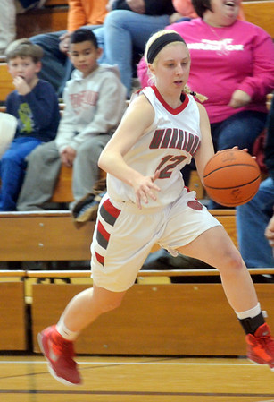 WARREN DILLAWAY / Star Beacon<br /> TAYLOR DIEMER of Edgewood dribbles down court on Saturday afternoon during a home game with Brookfield.
