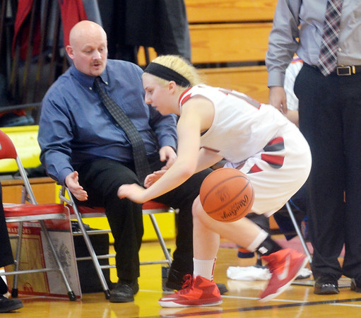 WARREN DILLAWAY / Star Beacon<br /> TAYLOR DIEMER of Edgewood fails to save the ball from going out of bounds as volunteer assistant coach Kevin Andrejack watches the play on Saturday during a home game with Brookfield.