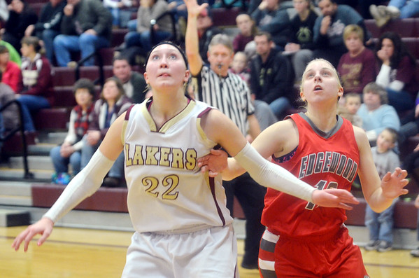 WARREN DILLAWAY / Star Beacon<br /> MEGAN STECH (22) of Pymatuning Valley and Taylor Diemer of Edgewoodfight for position on Monday evening in Andover Township.