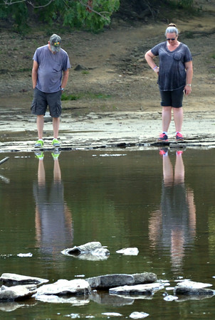 0907 reflective walking 2