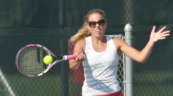 WARREN DILLAWAY / Star Beacon<br /> SYDNEY VANHOY of Geneva returns a shot on Monday during a second singles match with Mentor.