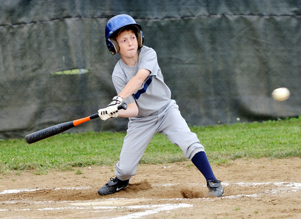 WARREN DILLAWAY / Star Beacon<br /> ETHAN WANNETT of the Yankees prepares to swing during Major League action at Ashtabula's Cederquisst Park on Friday evening.