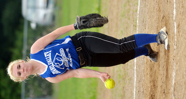 WARREN DILLAWAY / Star Beacon<br /> ABBY TAKACS of Grand Valley pitches during Junior League action at Cederquist Park in Ashtabula on Friday evening.