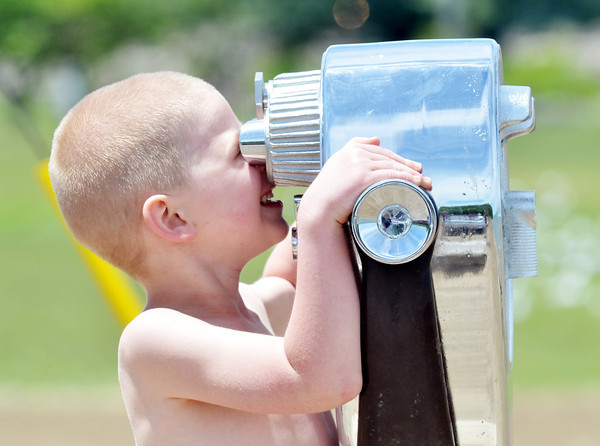 WARREN DILLAWAY / Star Beacon<br /> SCOTT CAMPBELL, 4, of Ashtabula, checks out the water off of Lake Shore Park in Ashtabula Township on Friday afternoon.