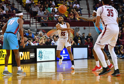 LAS CRUCES, NEW MEXICO - NOVEMBER 21, 2019:  Shawn Williams #55 of the New Mexico State Aggies passes to Johnny McCants #35 of the Aggies during their game at The Pan American Center on November 20, 2019 in Las Cruces, New Mexico. The Lobos defeated the Aggies 78-77.  (Photo by Sam Wasson/bleedCrimson.net)