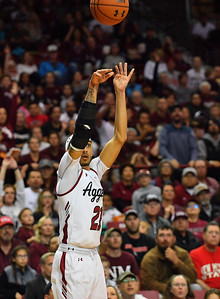 LAS CRUCES, NEW MEXICO - NOVEMBER 21, 2019:  Trevelin Queen #21 of the New Mexico State Aggies shoots a 3-pointer against the New Mexico Lobos during their game at The Pan American Center on November 20, 2019 in Las Cruces, New Mexico. The Lobos defeated the Aggies 78-77.  (Photo by Sam Wasson/bleedCrimson.net)