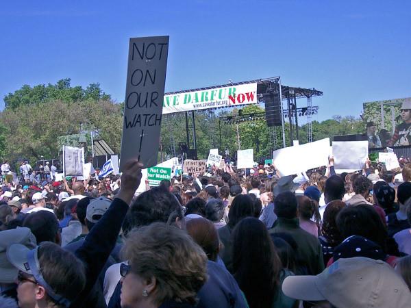 2006 Darfur Rally Crowd Dais_1755