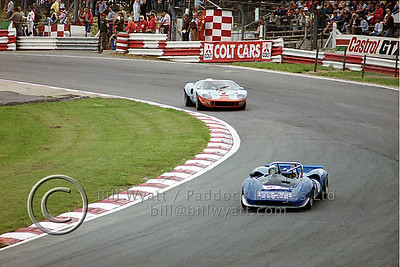 Lola T70 and Ford GT40 at Paddock