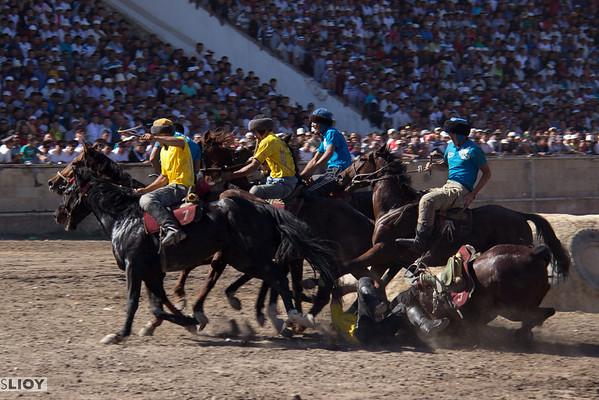 horseman falling in kok boru