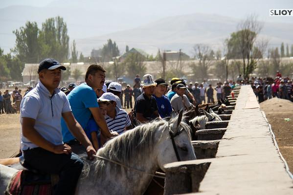 horseback spectators watching kokpar