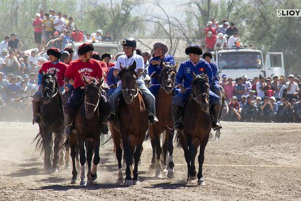 kokpar teams entering the field