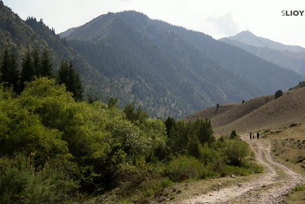 hiking kyrgyzstan's shamsi canyon