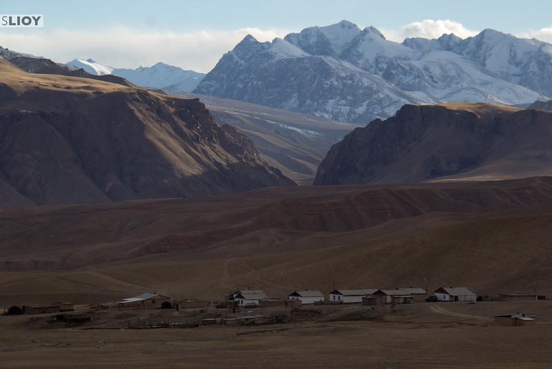 Ak-Shyrak village and the Tian Shan mountains.